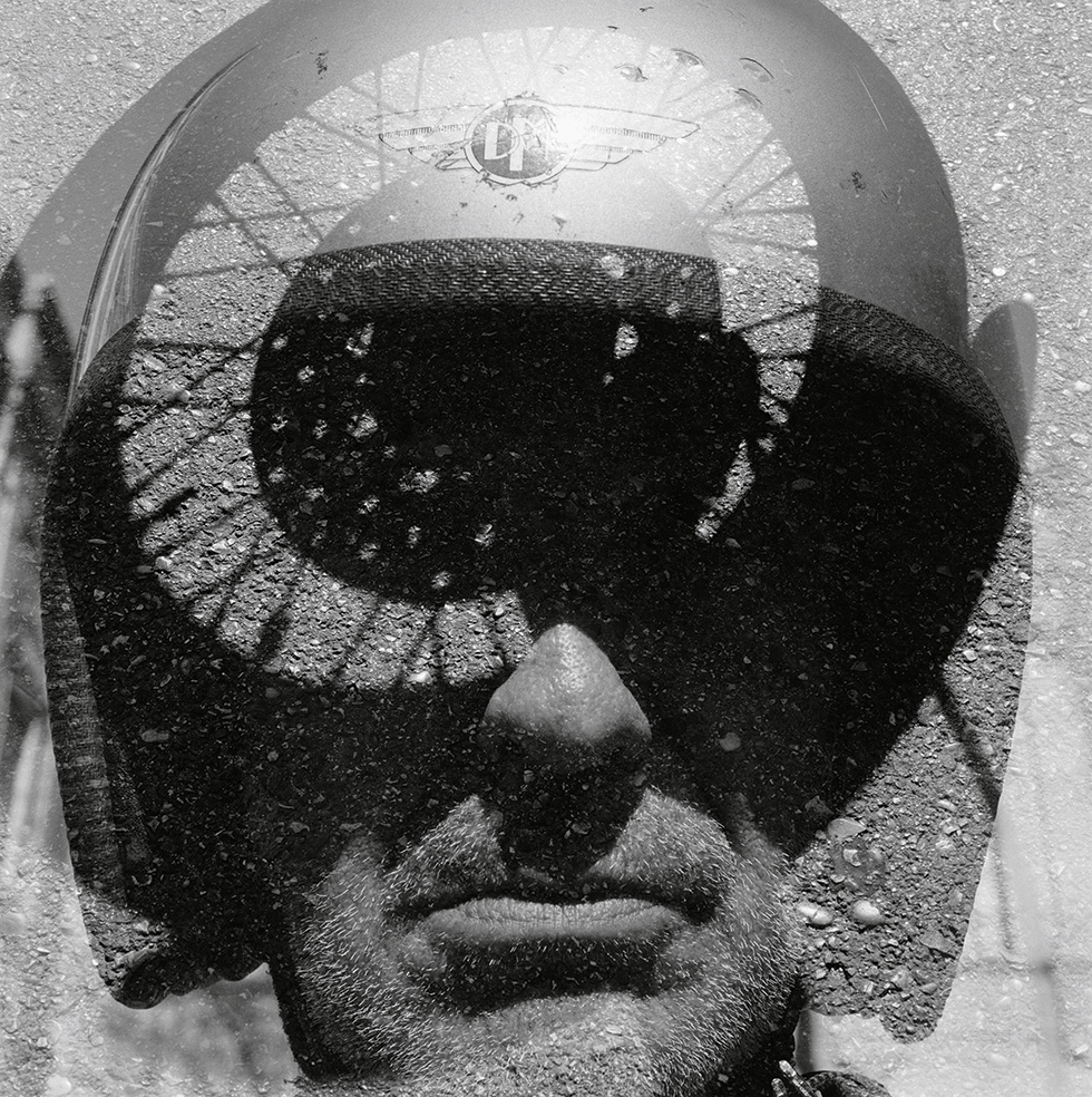 2014-autorretrato-moto-dadaista